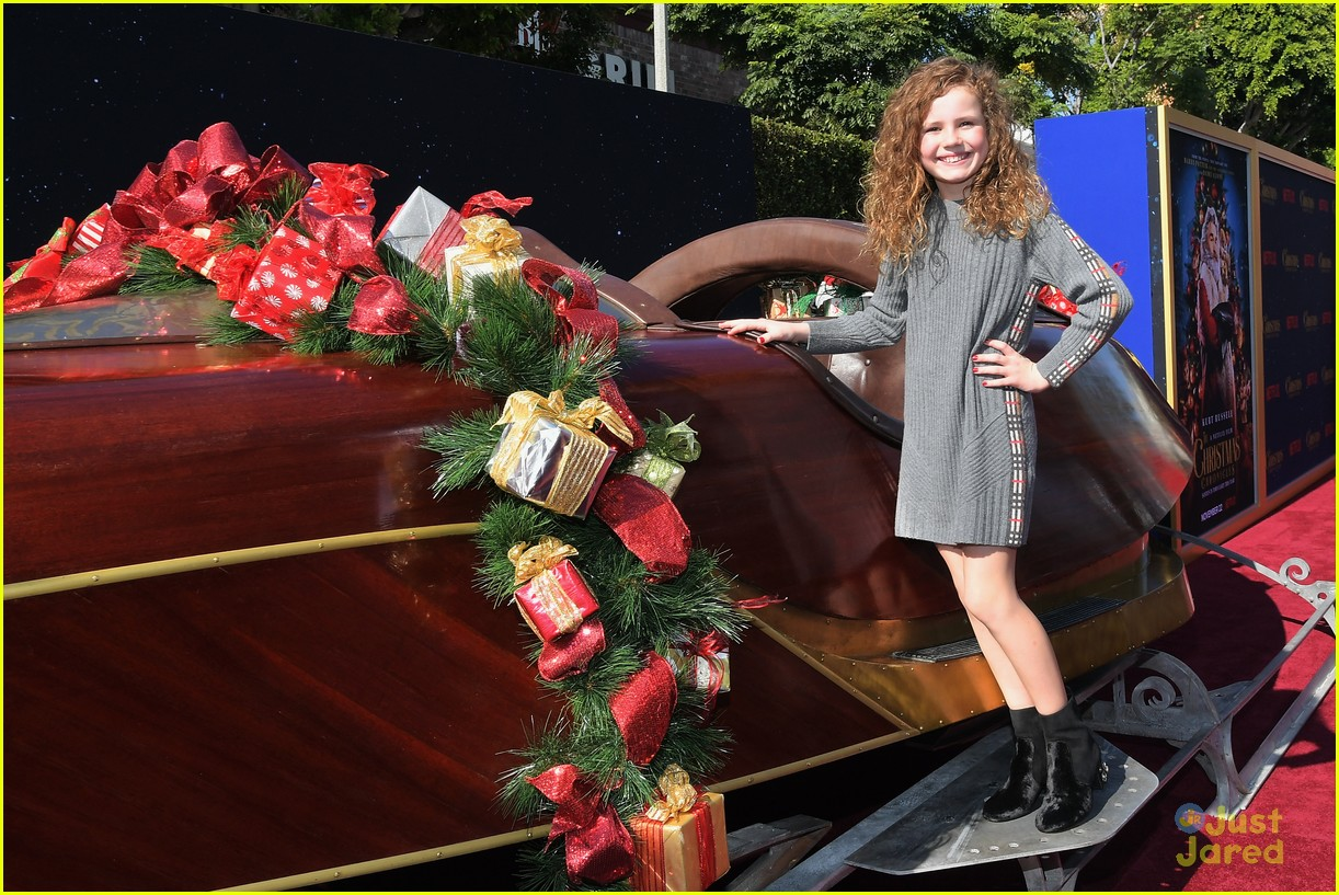 Christmas Chronicles.Meg Donnelly Ariana Greenblatt Celebrate The Holidays At