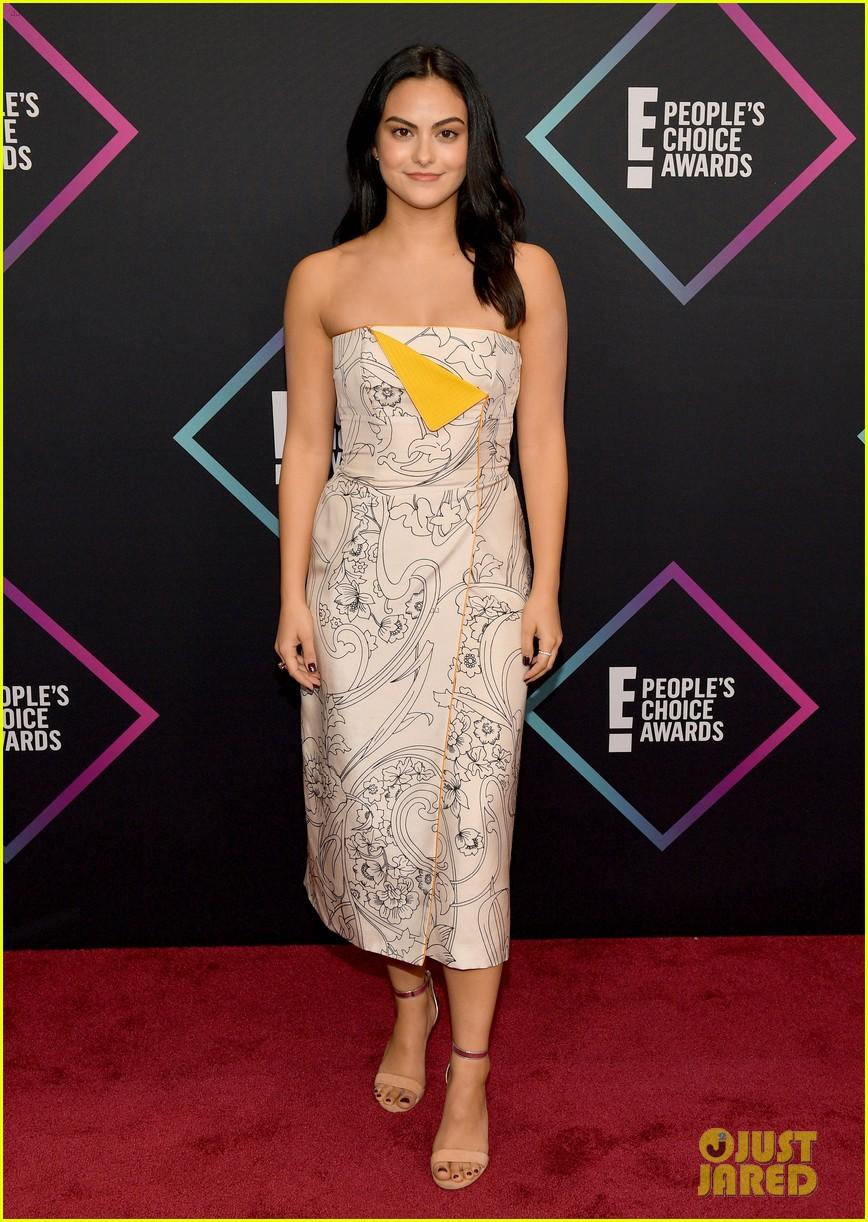 Camila Mendes Amp Sabrina Carpenter Bring Their Style To