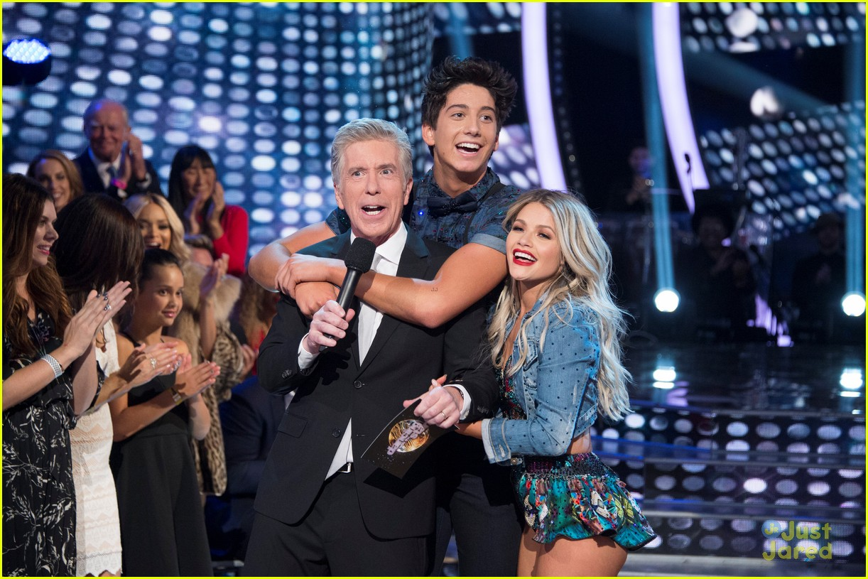 milo manheim gifted chargers to entire dwts cast crew 03