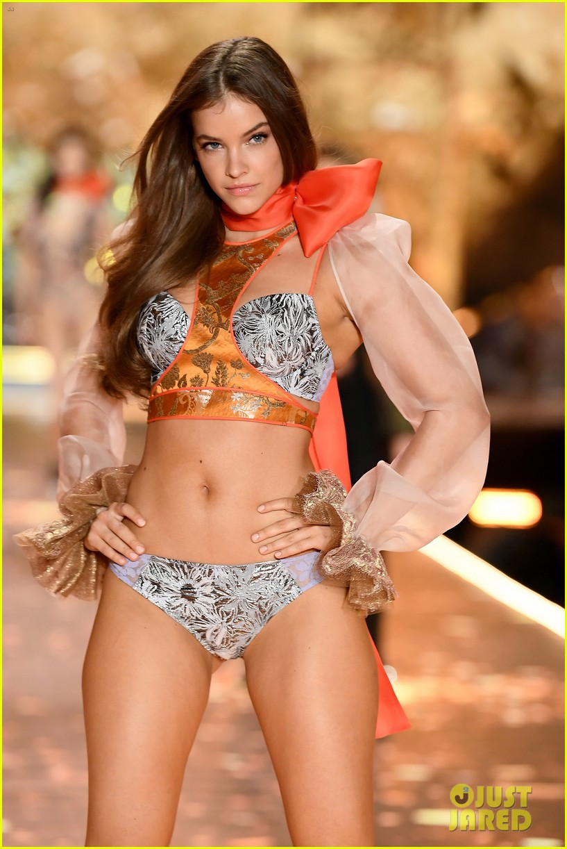 barbara palvin dylan sprouse victorias secret fashion show 02