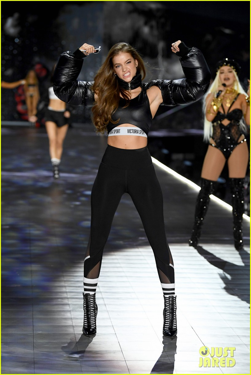 barbara palvin dylan sprouse victorias secret fashion show 07