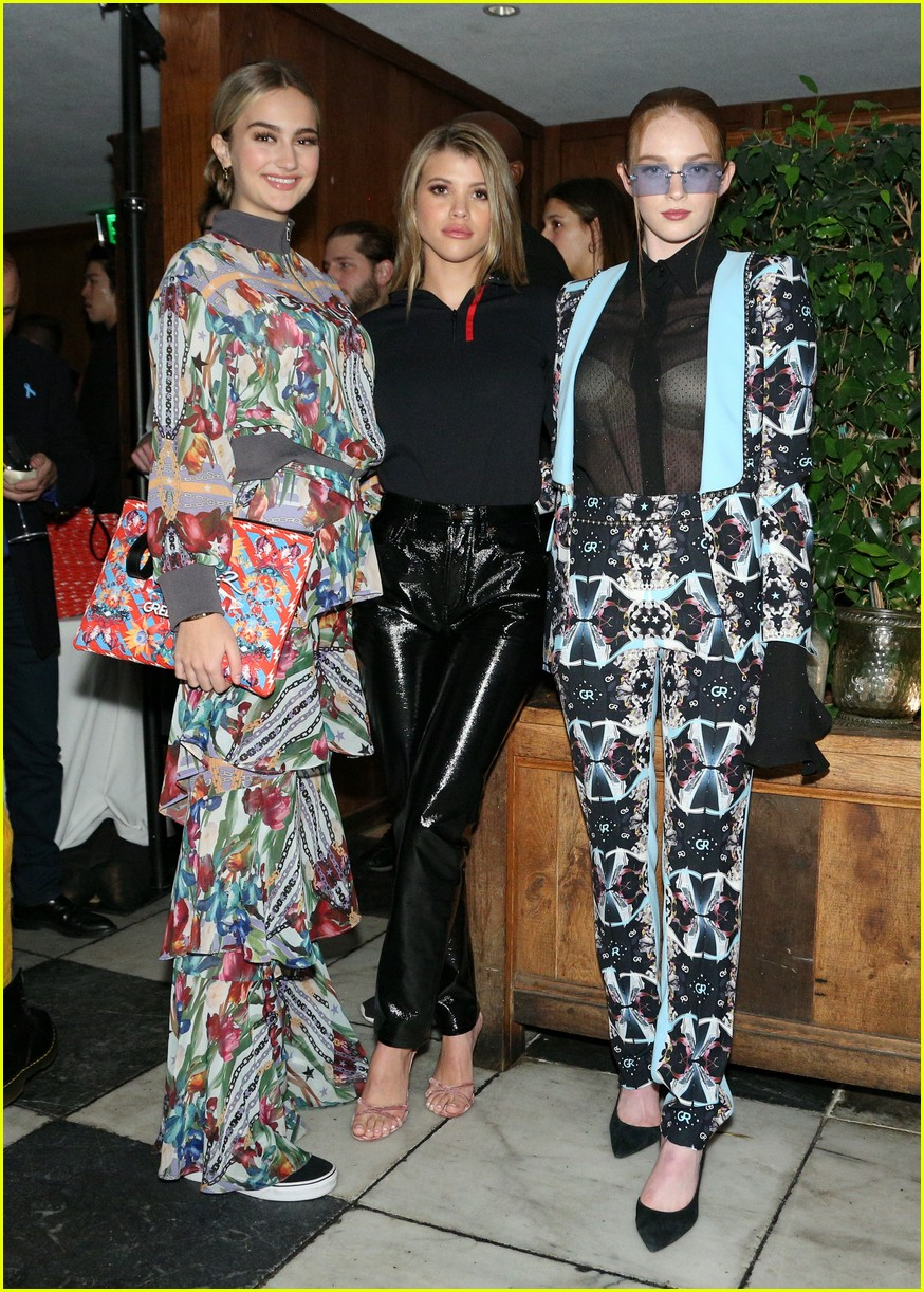 sofia richie keeps it chic at hyundais stylenite in weho 01