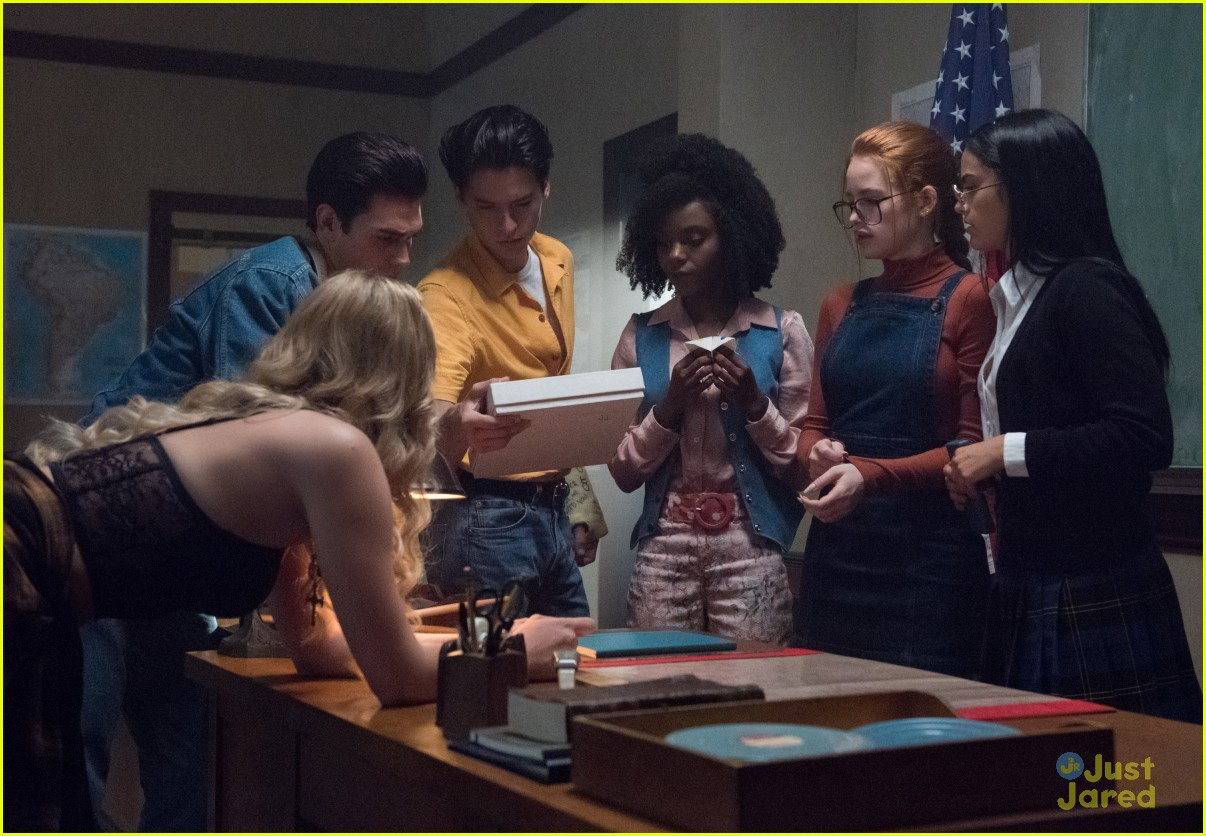 riverdale flashback episode details stills 01
