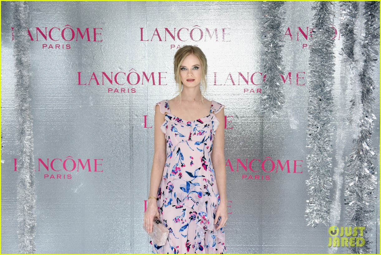 ariel winter and levi meaden join laverne cox at lancome and vogues holiday event 14