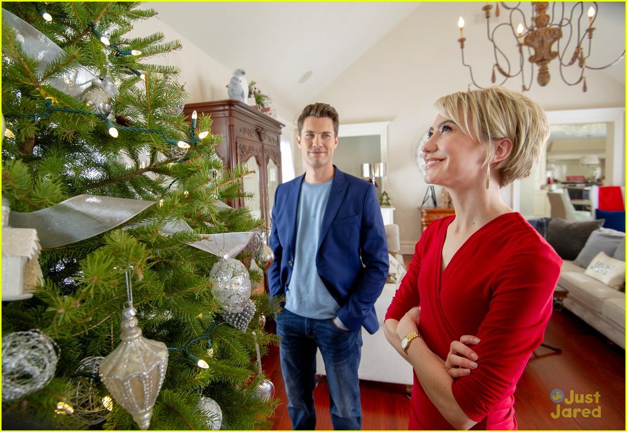 chelsea kane amp drew seeley reunite for dreamy christmas