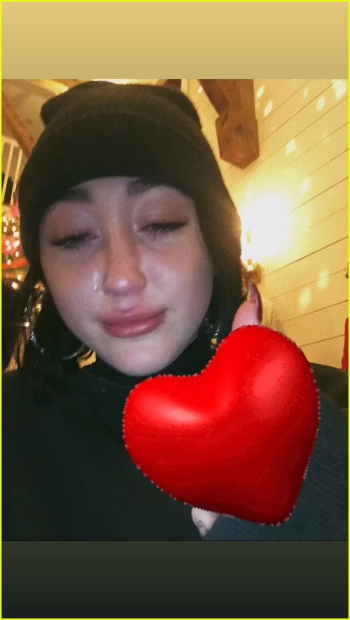 noah cyrus emotional selfie 03