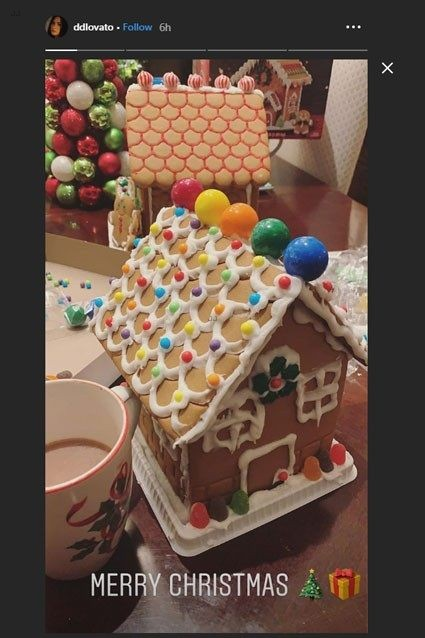 demi lovato gingerbread houses ig stories 01