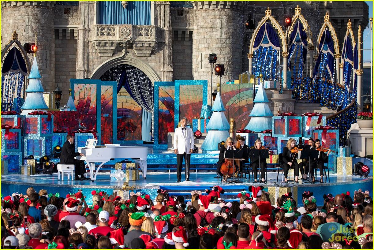 Disney Christmas Parade.Disney Parks Magical Christmas Day Parade 2018 Full Line