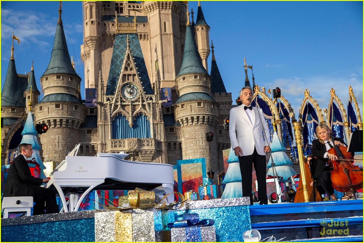 Disney Parks' Magical Christmas Day Parade 2018 - Full Line Up & Pics! | Photo 1206971 - Photo ...