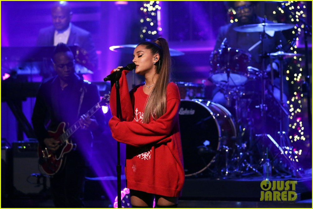 ariana grande performs imagine live for the first time 02