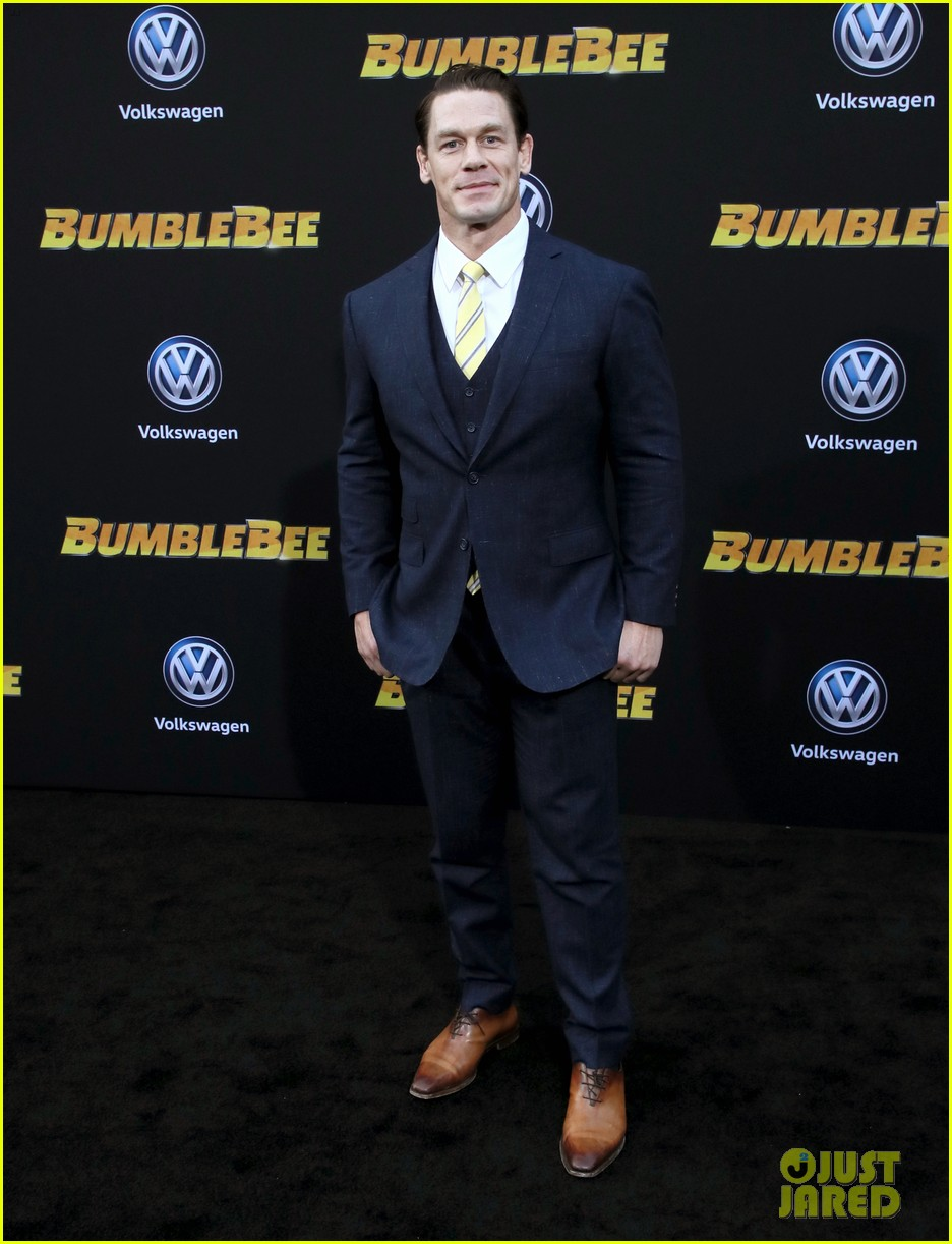 hailee steinfeld john cena attend hollywood premiere of bumblebee 04