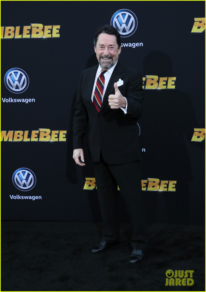 hailee steinfeld john cena attend hollywood premiere of bumblebee 06