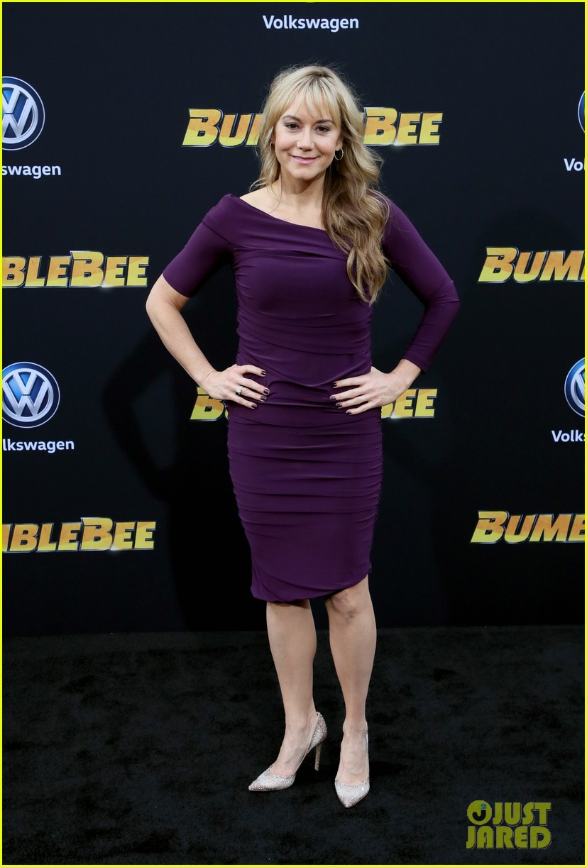hailee steinfeld john cena attend hollywood premiere of bumblebee 09