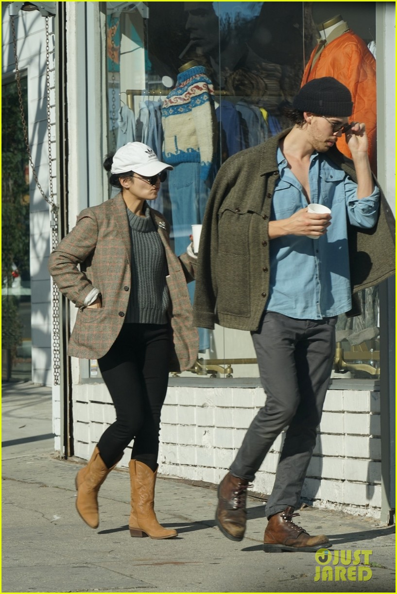 vanessa hudgens and austin butler go window shopping after breakfast 05