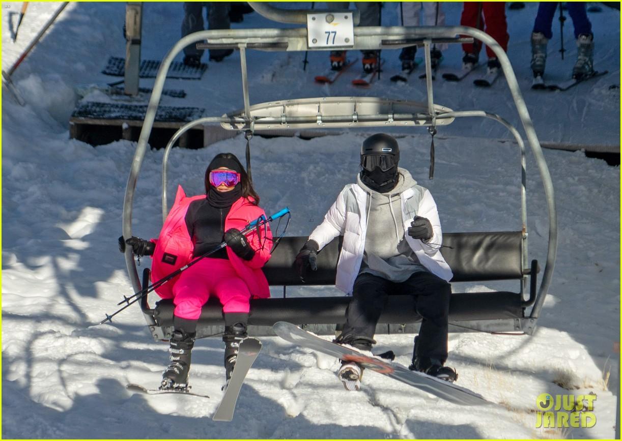 kim kardashian kendall jenner hit the slopes aspen 05