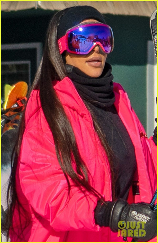 kim kardashian kendall jenner hit the slopes aspen 09