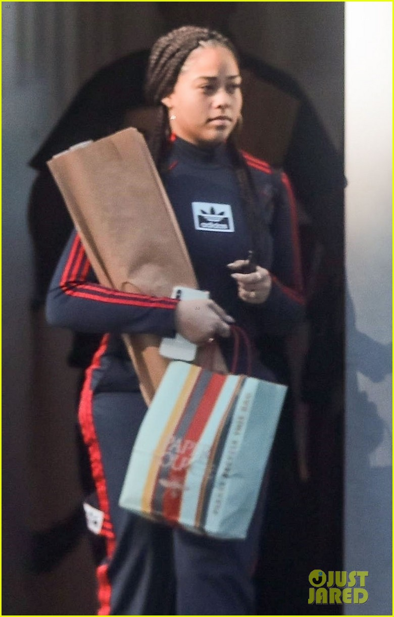 kylie jenner gets some holiday shopping done 03