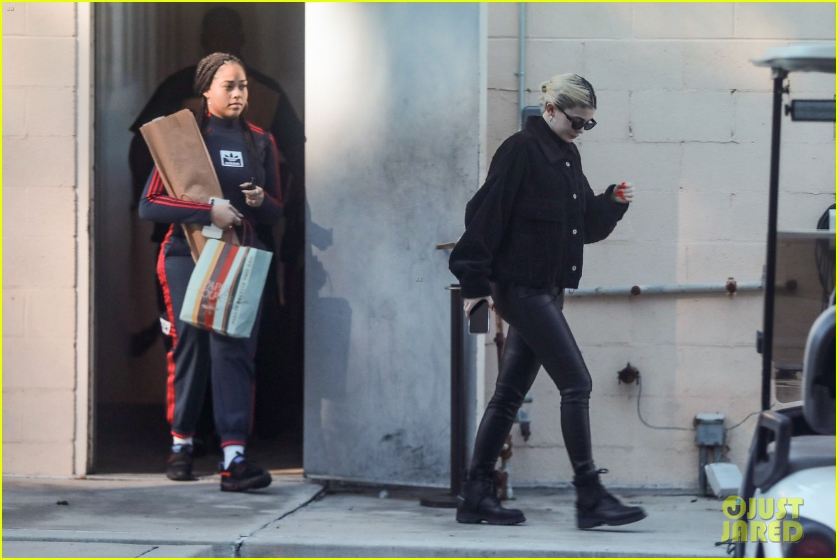 kylie jenner gets some holiday shopping done 06