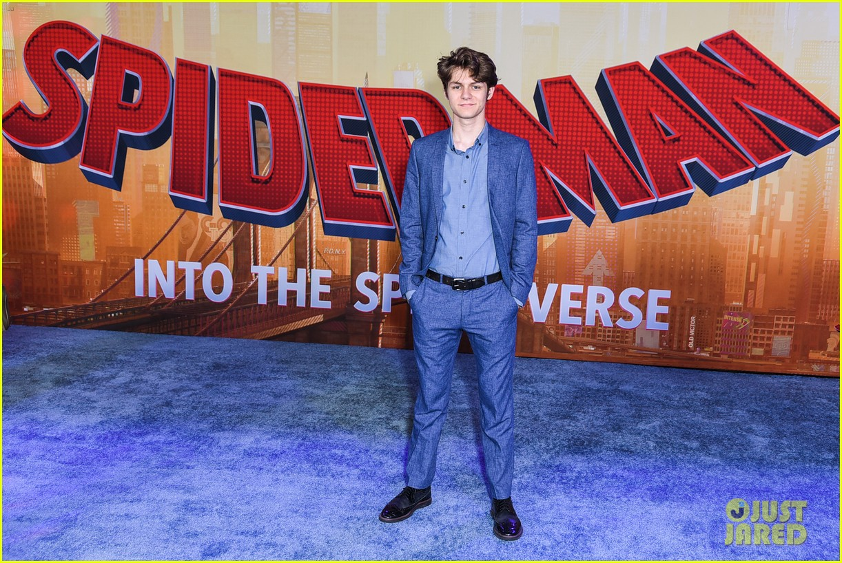 madelaine petsch travis mills couple up at spiderman premiere 17