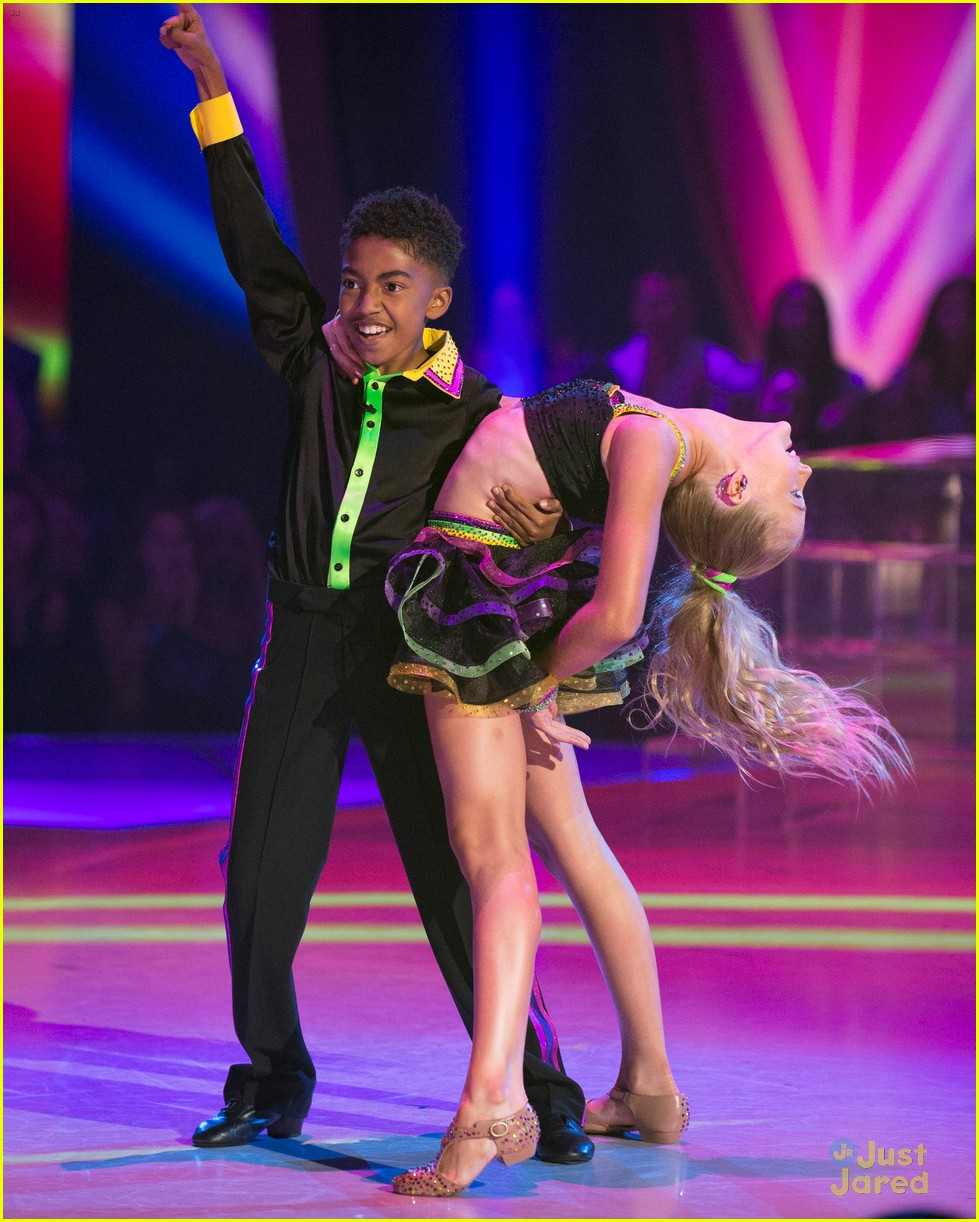Beach Blanket Cha Cha Dance: Miles Brown & Rylee Arnold Sizzle On Dance Floor With Cha