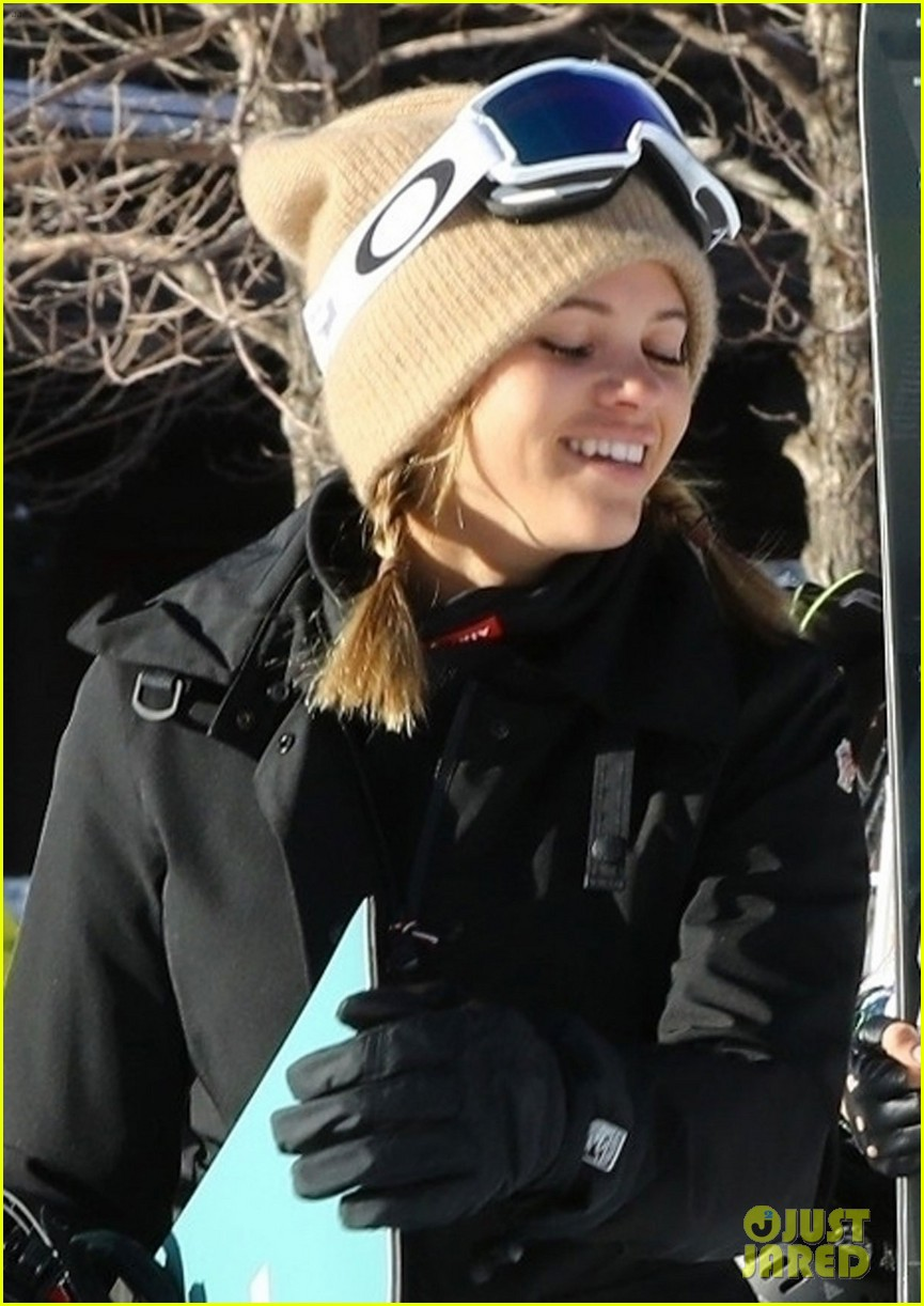 sofia richie paris hilton hit the aspen slopes together 01