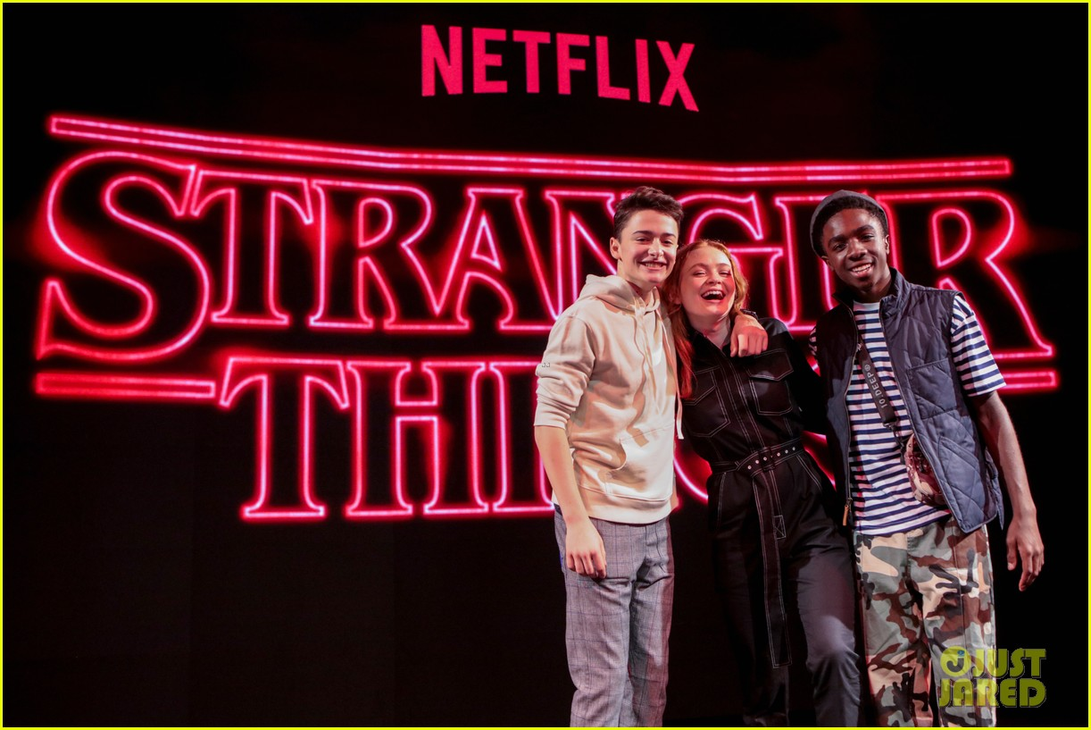 noah schnapp sadie sink and caleb mclaughlin bring stranger things to argentina comic con 02