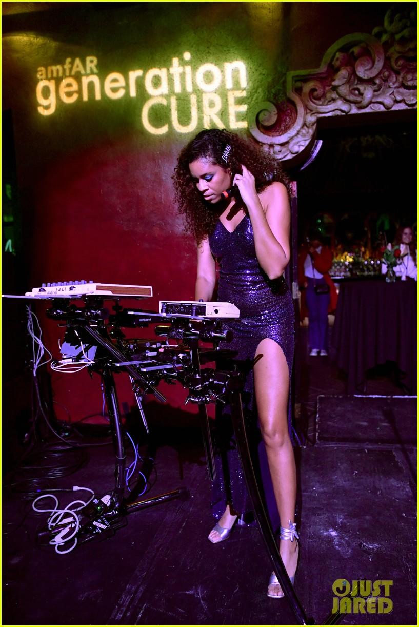 empires jussie smollett serayah dance to find cure at amfar event 08