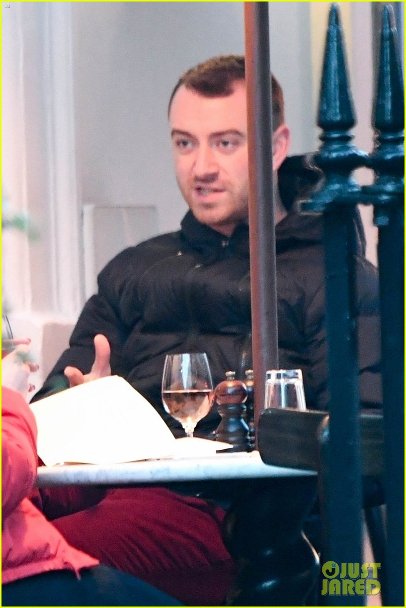 sam smith grabs dinner with a freind in london 02