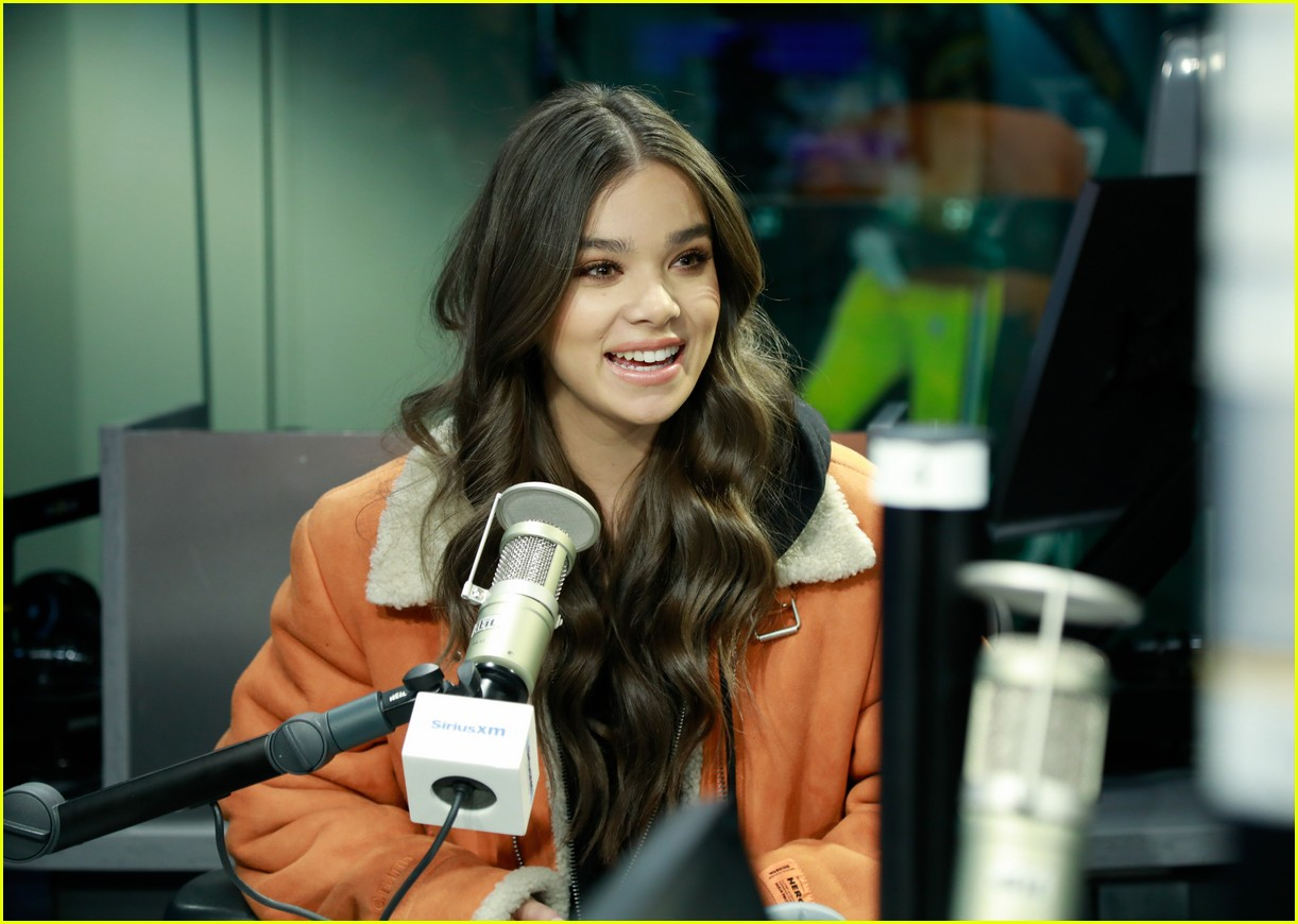 hailee steinfeld talks new music and conquering her fears on bumblebee set 01