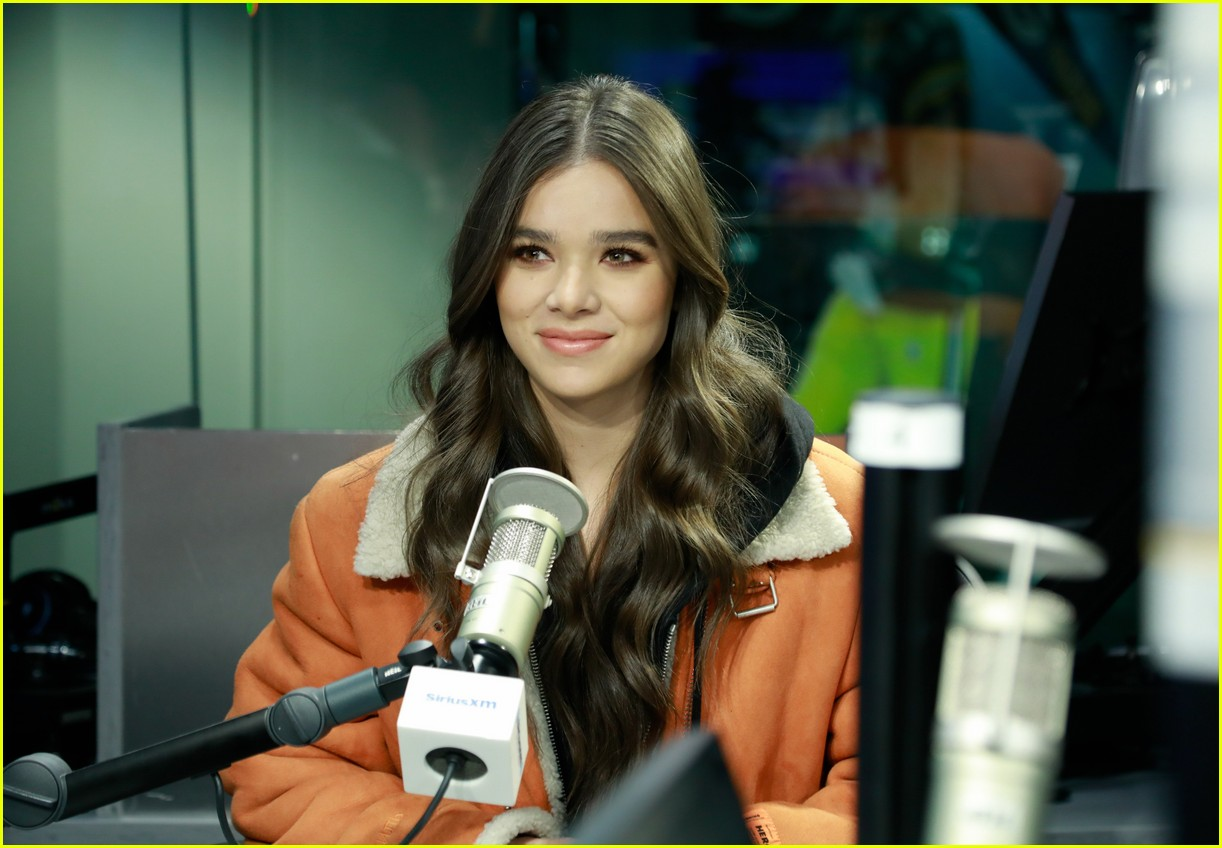 hailee steinfeld talks new music and conquering her fears on bumblebee set 03