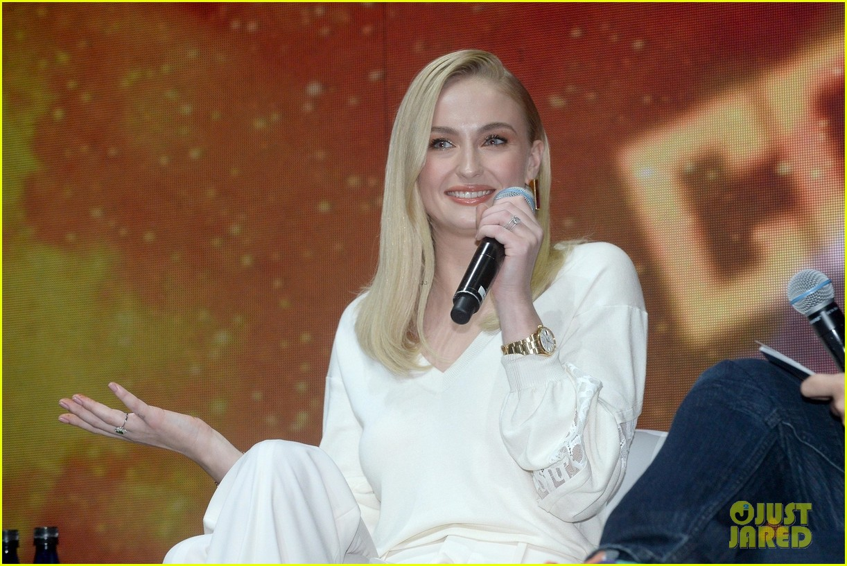 tom holland sophie turner promote marvel movies at comic con 02