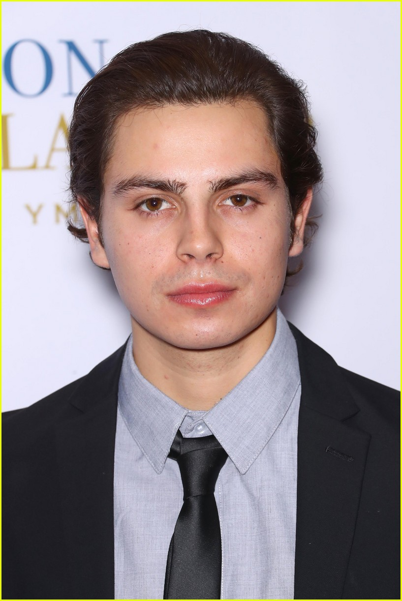 Jake T. Austin Suits Up for Fashion Scholarship Fund Gala ...