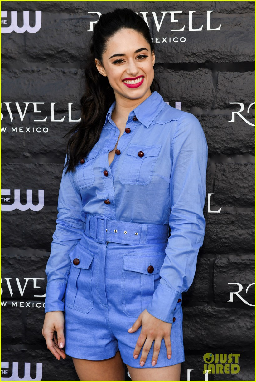 tyler blackburn joins jeanine mason nathan parsons at roswell new mexico premiere 12