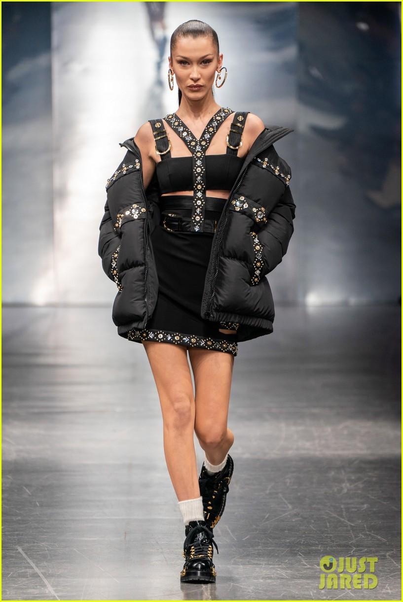 bella hadid versace milan show 01