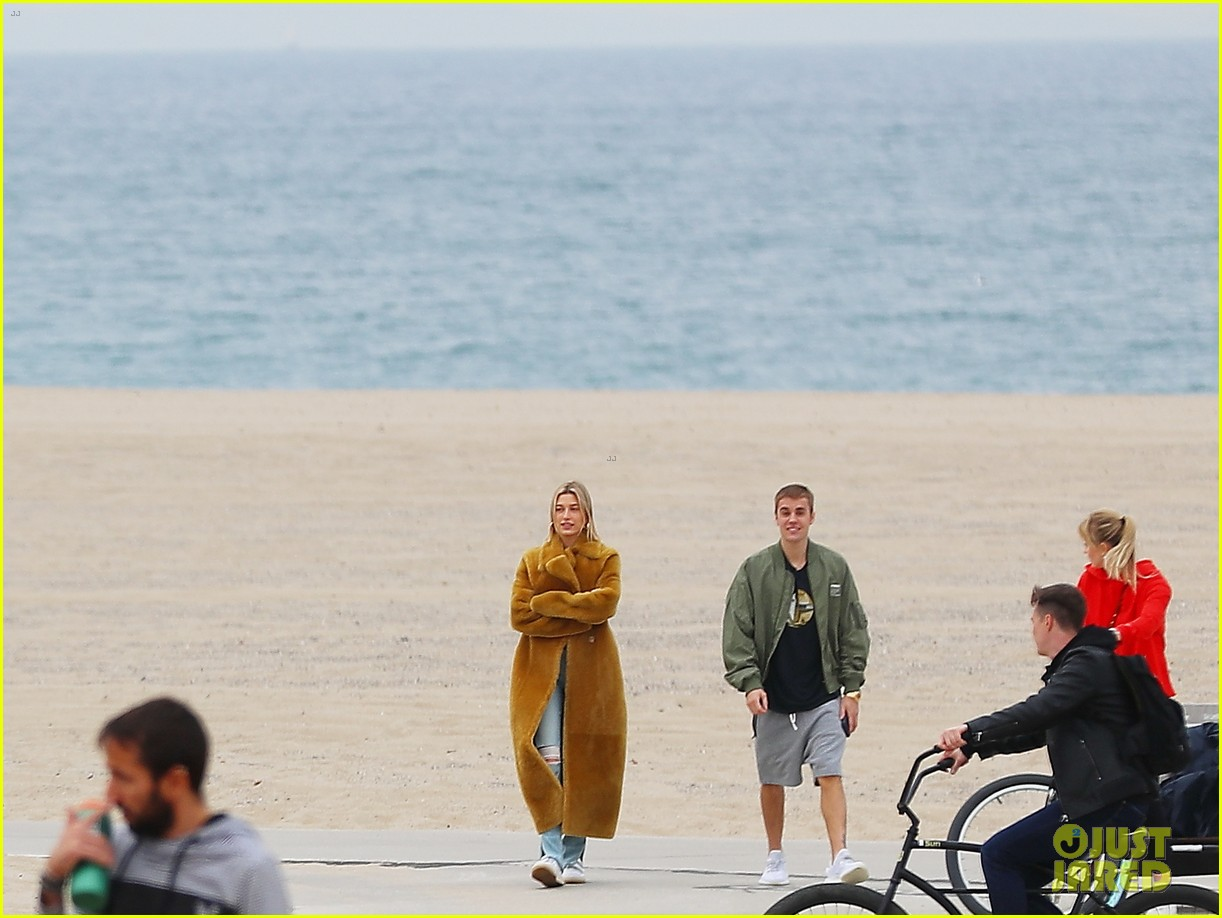 justin hailey bieber beach january 2019 01