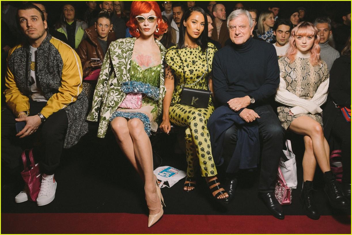Maisie Williams Looks Pretty At Kenzo Show During Paris Fashion Week