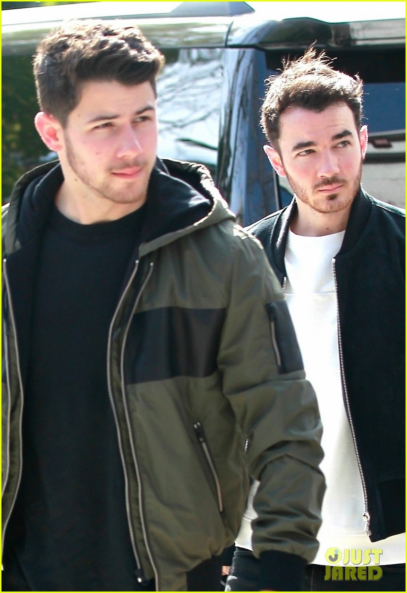 nick kevin jonas meet up for business meeting in weho 02