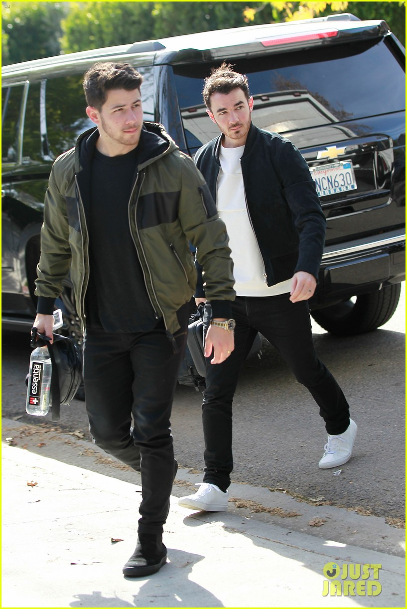 nick kevin jonas meet up for business meeting in weho 03