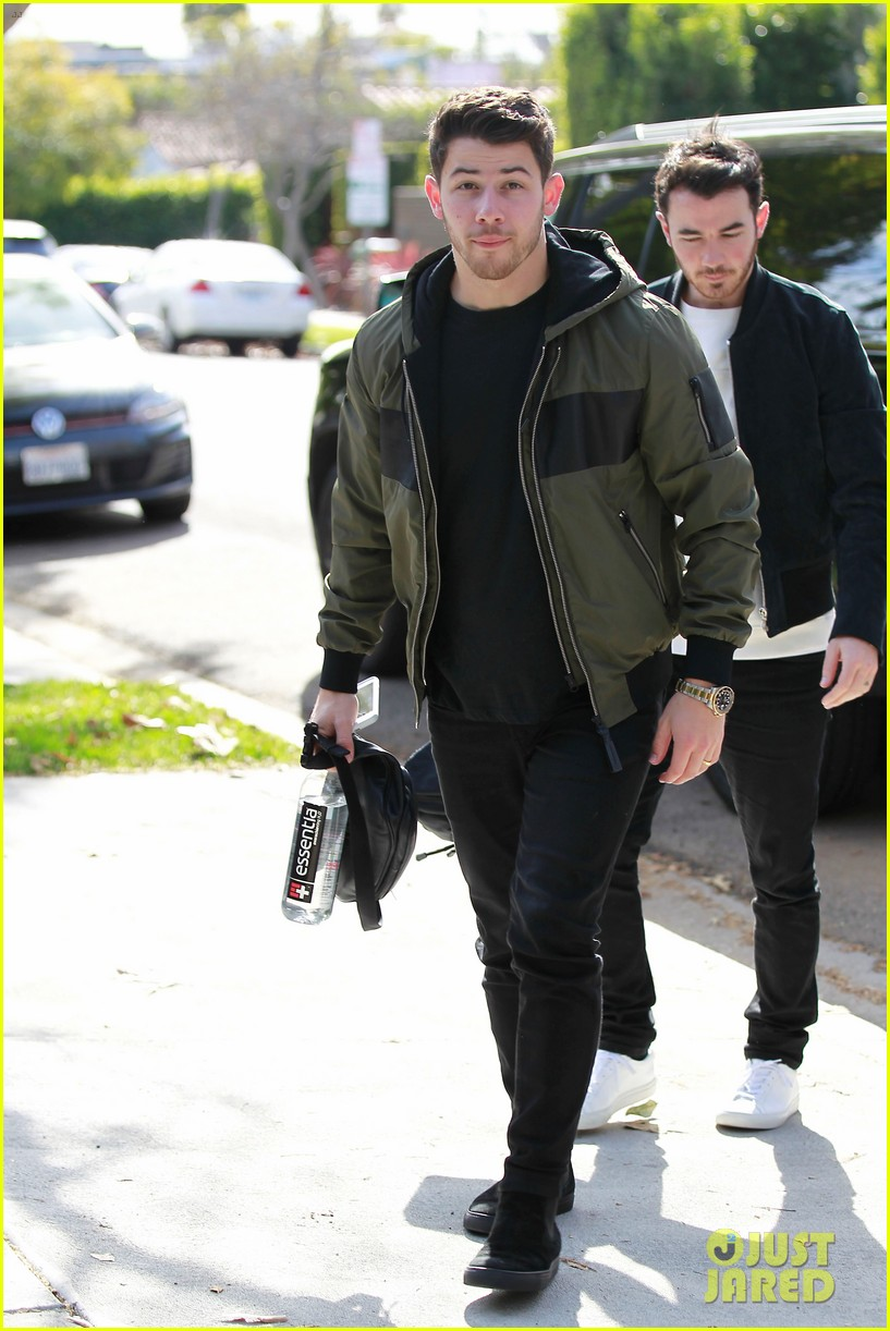 nick kevin jonas meet up for business meeting in weho 05