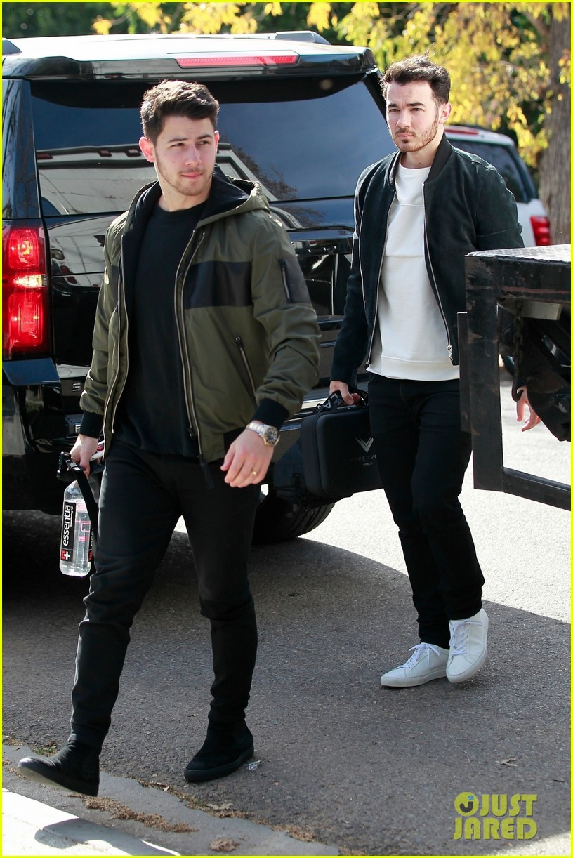 nick kevin jonas meet up for business meeting in weho 07