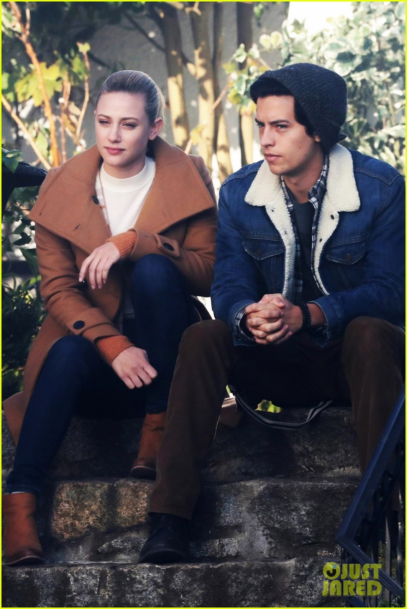 Cole Sprouse & Lili Reinhart Film Sweet Bughead Scenes for 'Riverdale':  Photo 1210627 | Cole Sprouse, Gina Gershon, Lili Reinhart, Skeet Ulrich  Pictures