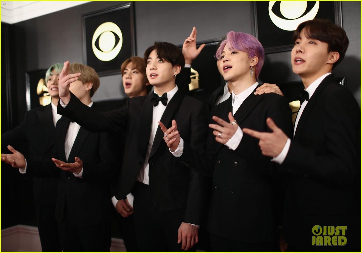 Grammy 2019 Bts: BTS Present Best R&B Album To H.E.R. At The Grammys 2019