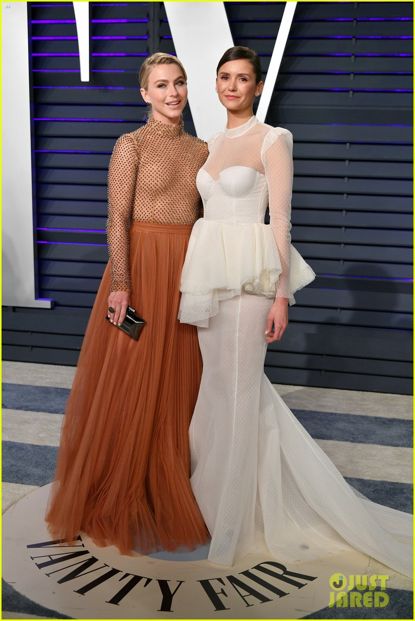 nina dobrev and julianne hough hang out at vanity fairs oscars 2019 party 03