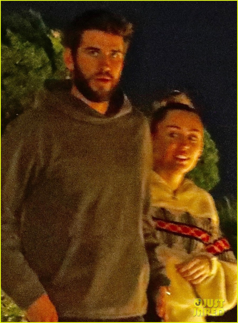 miley cyrus liam hemsworth date night malibu 06