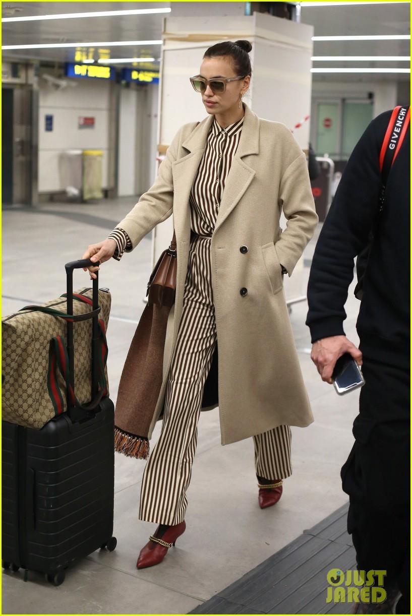 f0bcc2dfb562 Cara Delevingne Arrives in Milan for Fashion Week!