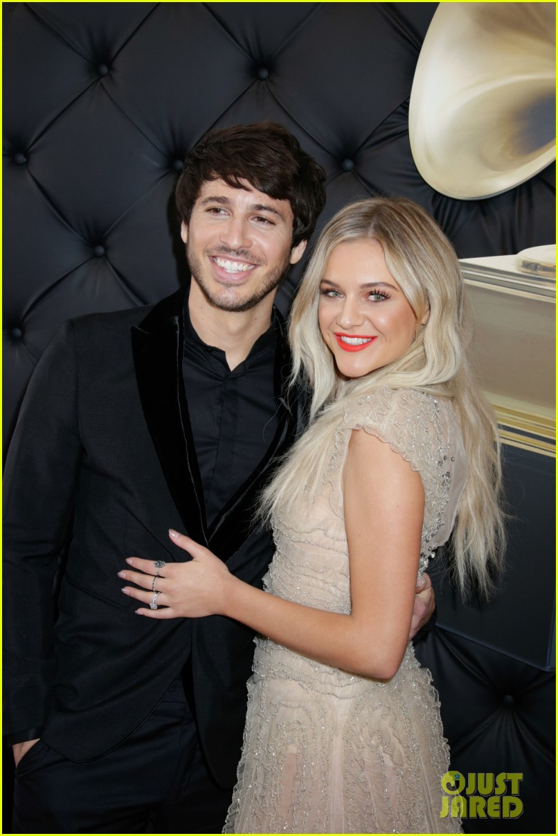 kelsea ballerini morgan evans grammys red carpet 01
