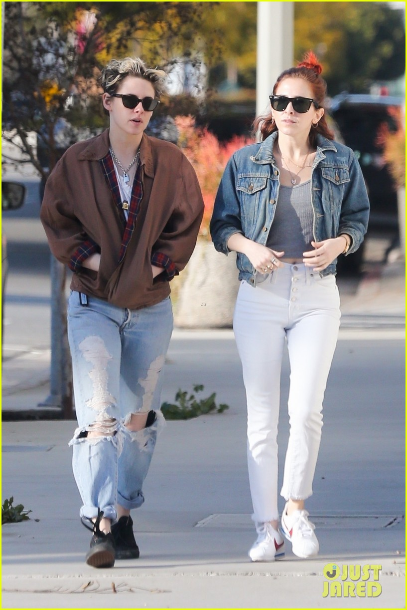 kristen stewart and sarah dinkin are a denim duo 01