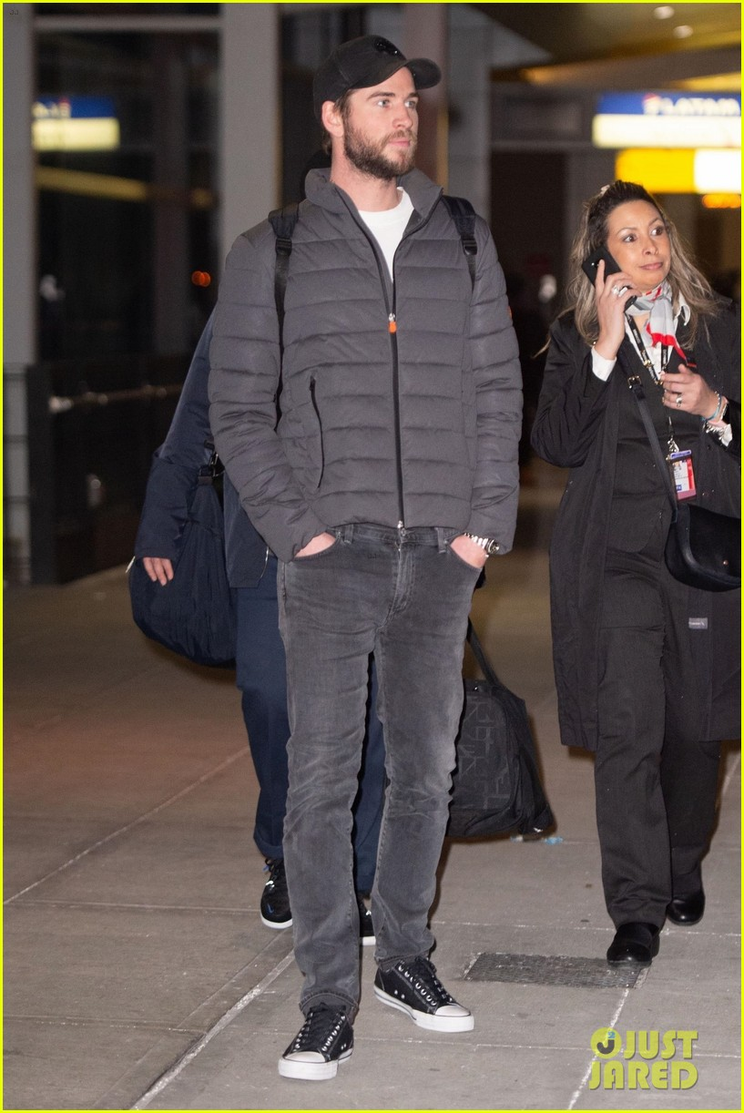 liam hemsworth arrives in new york city 02