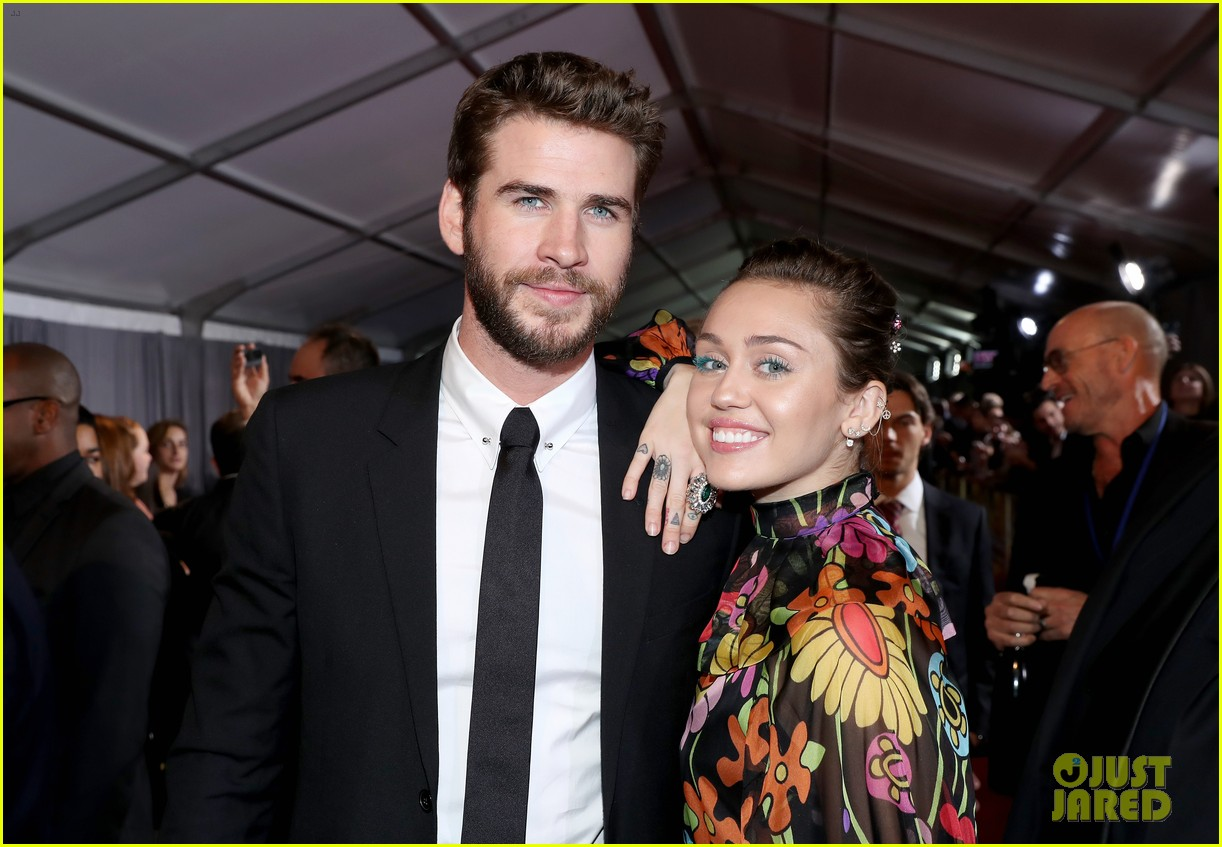 miley cyrus liam hemsworth misses the grammys 12