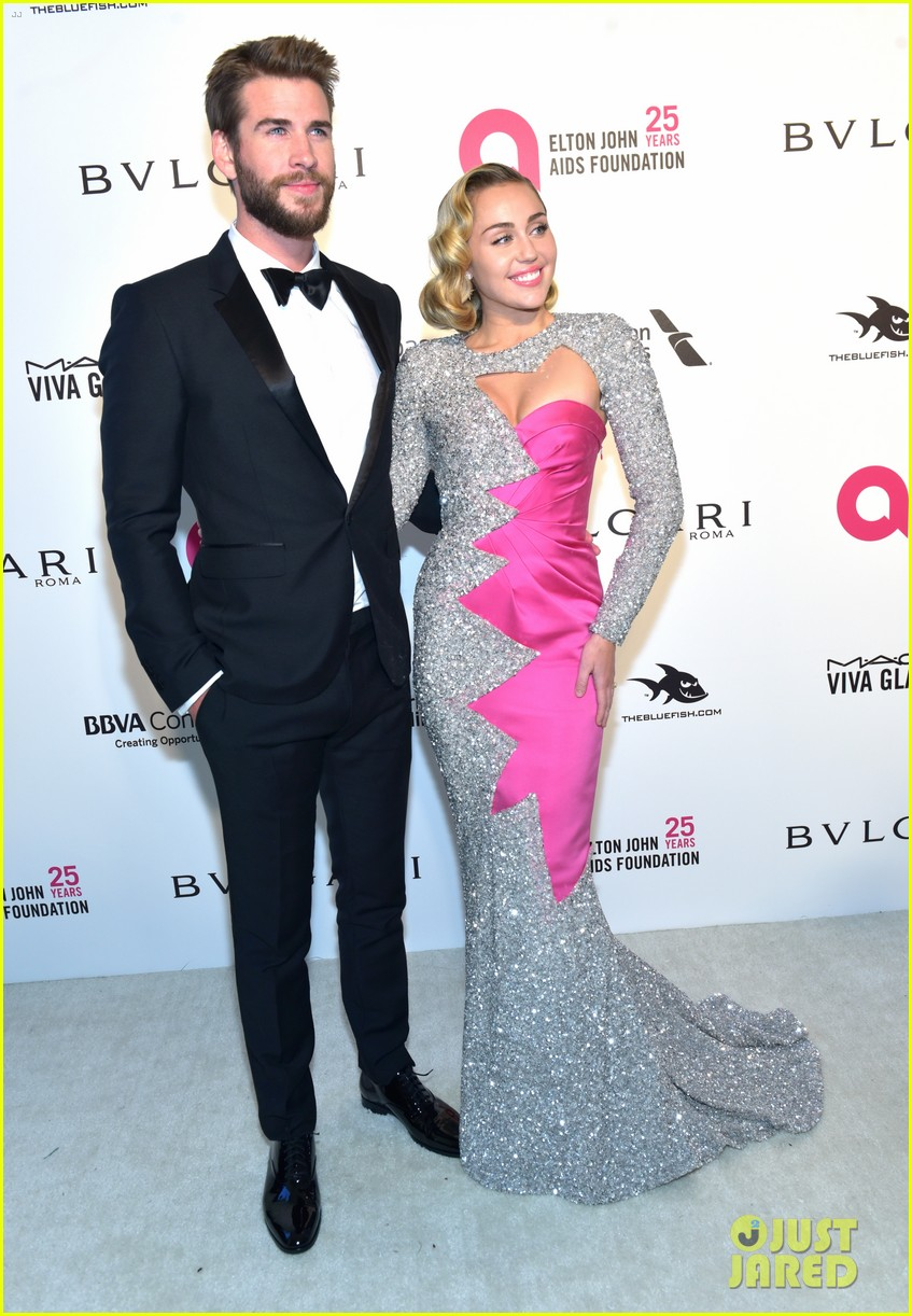 miley cyrus liam hemsworth misses the grammys 13